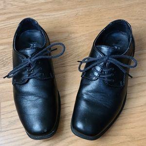 Size 2 boy Perry Ellis shoes